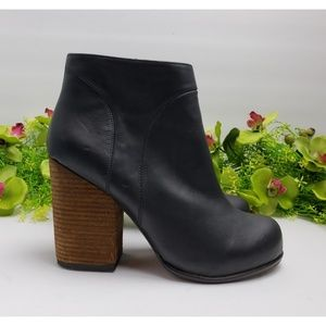 Jeffrey Campbell HANGER Black Booties Sz 8.5 M